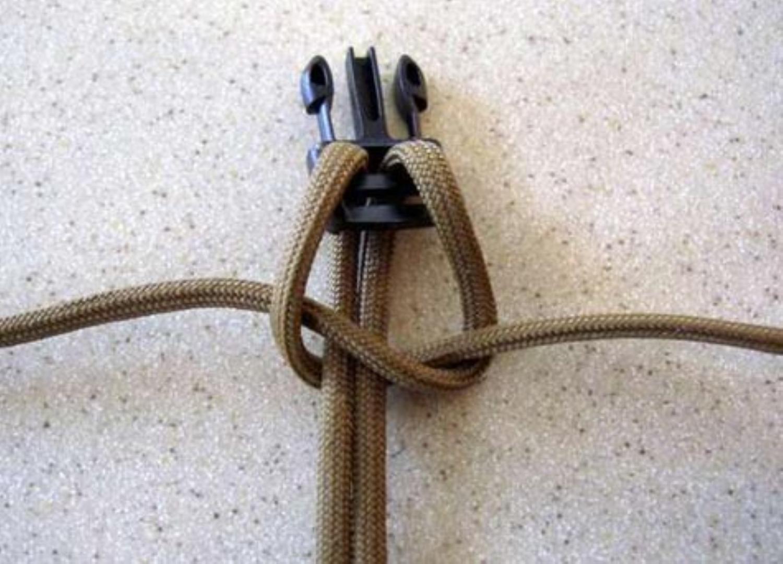освоили плетение браслета